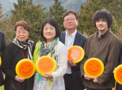 左から市原悦子、乃南アサ(原作者)、東伸児(監督)、林遣都 - お祓い後に撮影したもの
